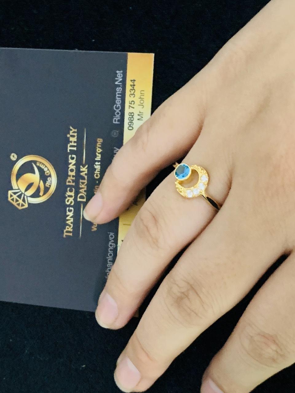 Nhẫn nữ vàng 18K đính đá Cz hình mặt trăng khuyết (lông FAKE)