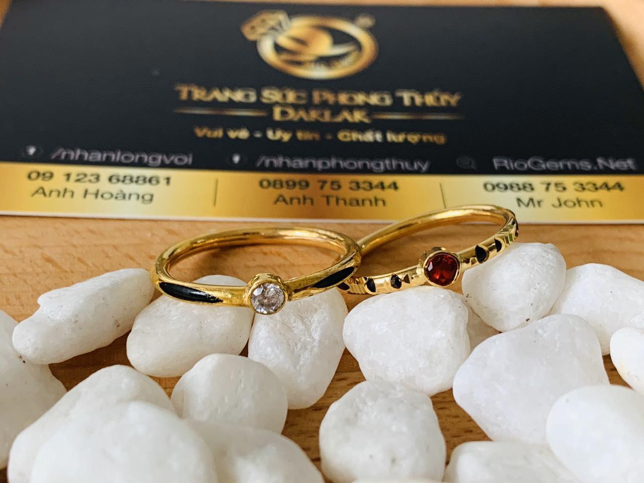 Nhẫn nữ vàng 18K đính đá đơn giản phong thủy