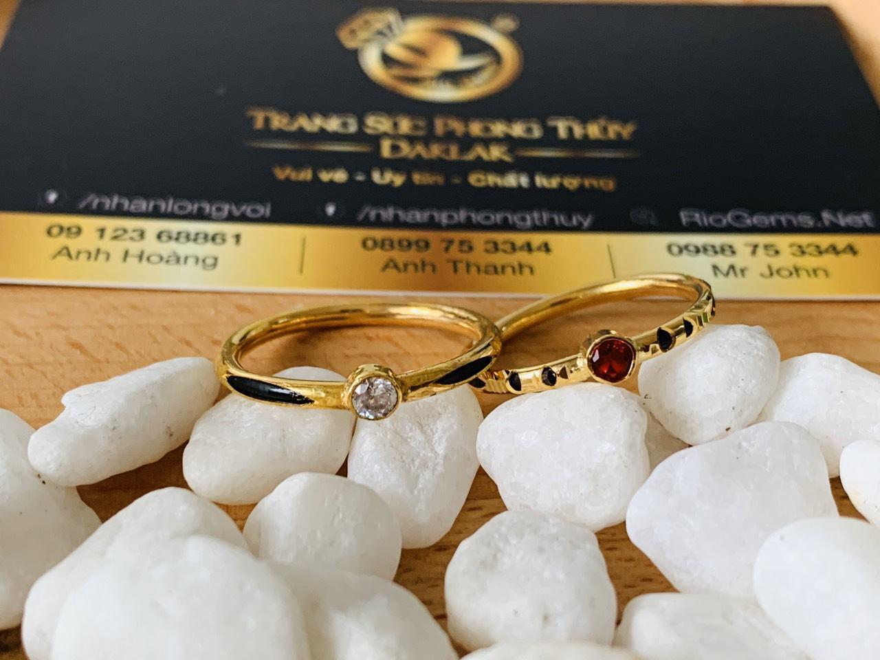 Nhẫn nữ vàng 18K đính đá đơn giản Riogems