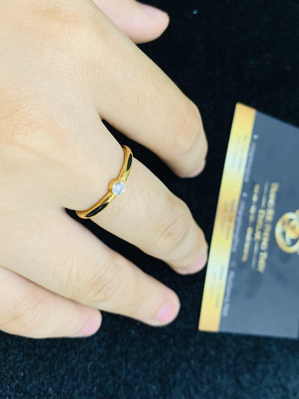 Nhẫn nữ vàng 18K đơn giản đính đá Cz tấm 2li