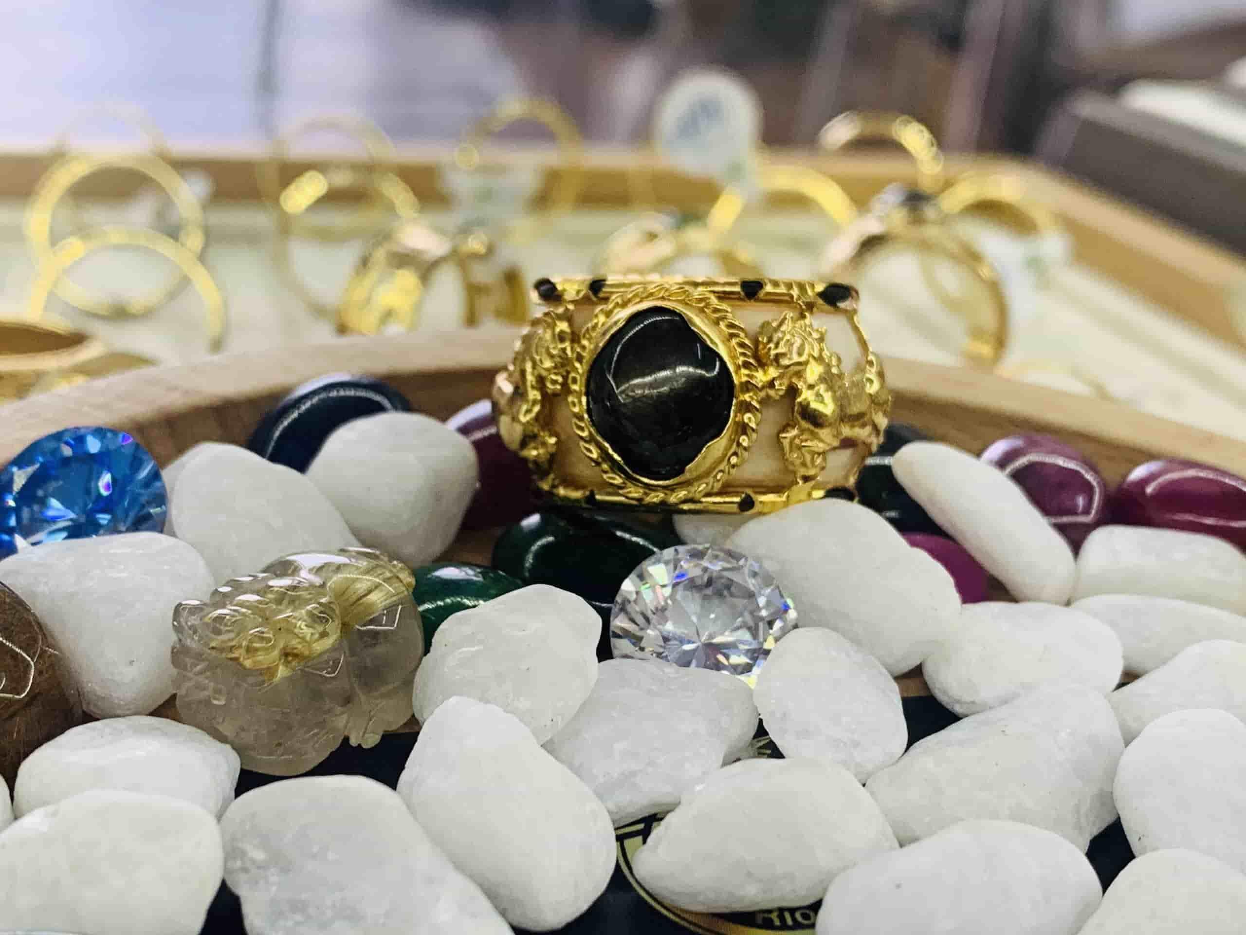 Nhẫn phong thủy 2 Ngựa tranh ngọc Sapphire đen xanh tự nhiên vàng