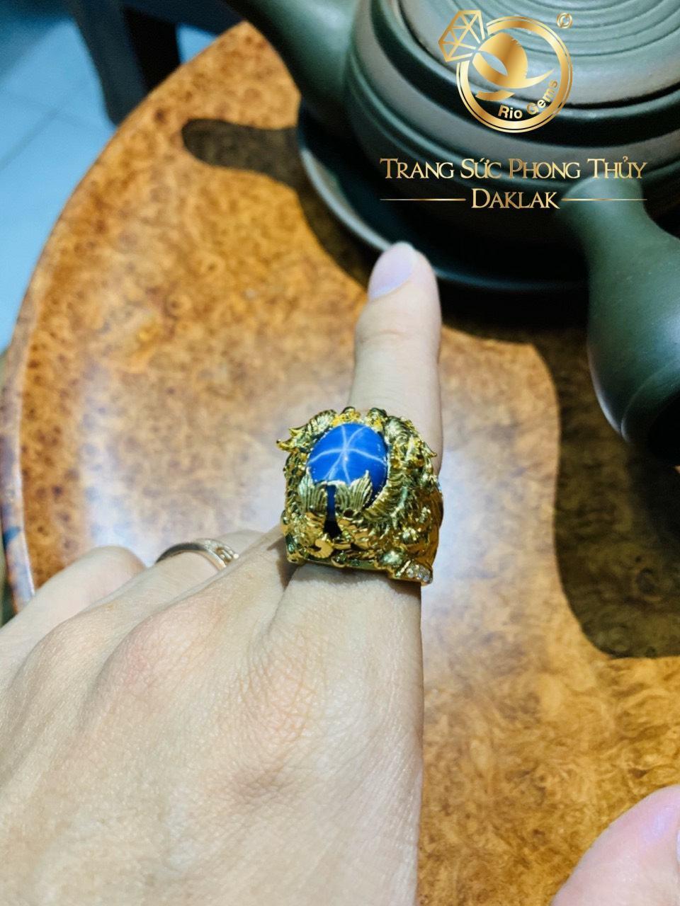 Nhẫn phong thủy nam vàng Cá Chép hóa Rồng chầu ngọc Sapphire