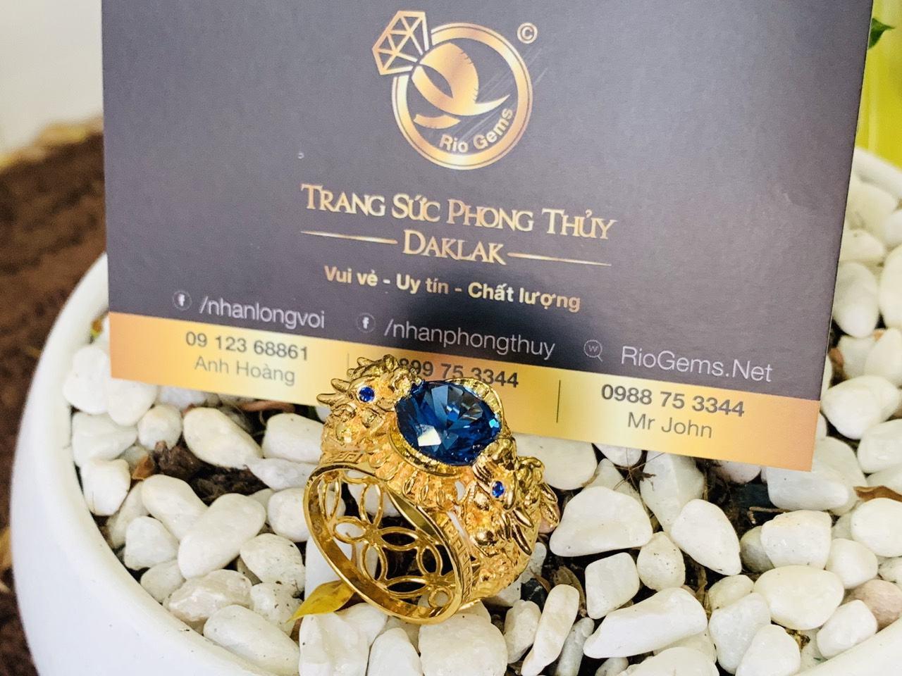 Nhẫn phong thủy tỳ hưu vàng 18K chầu ngọc CZ màu xanh dương