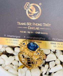 Nhẫn vàng 18K tỳ hưu chầu ngọc CZ xanh dương
