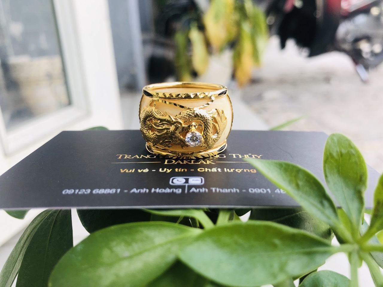 Nhẫn rồng vàng 18K đínhđá trắng CZ.