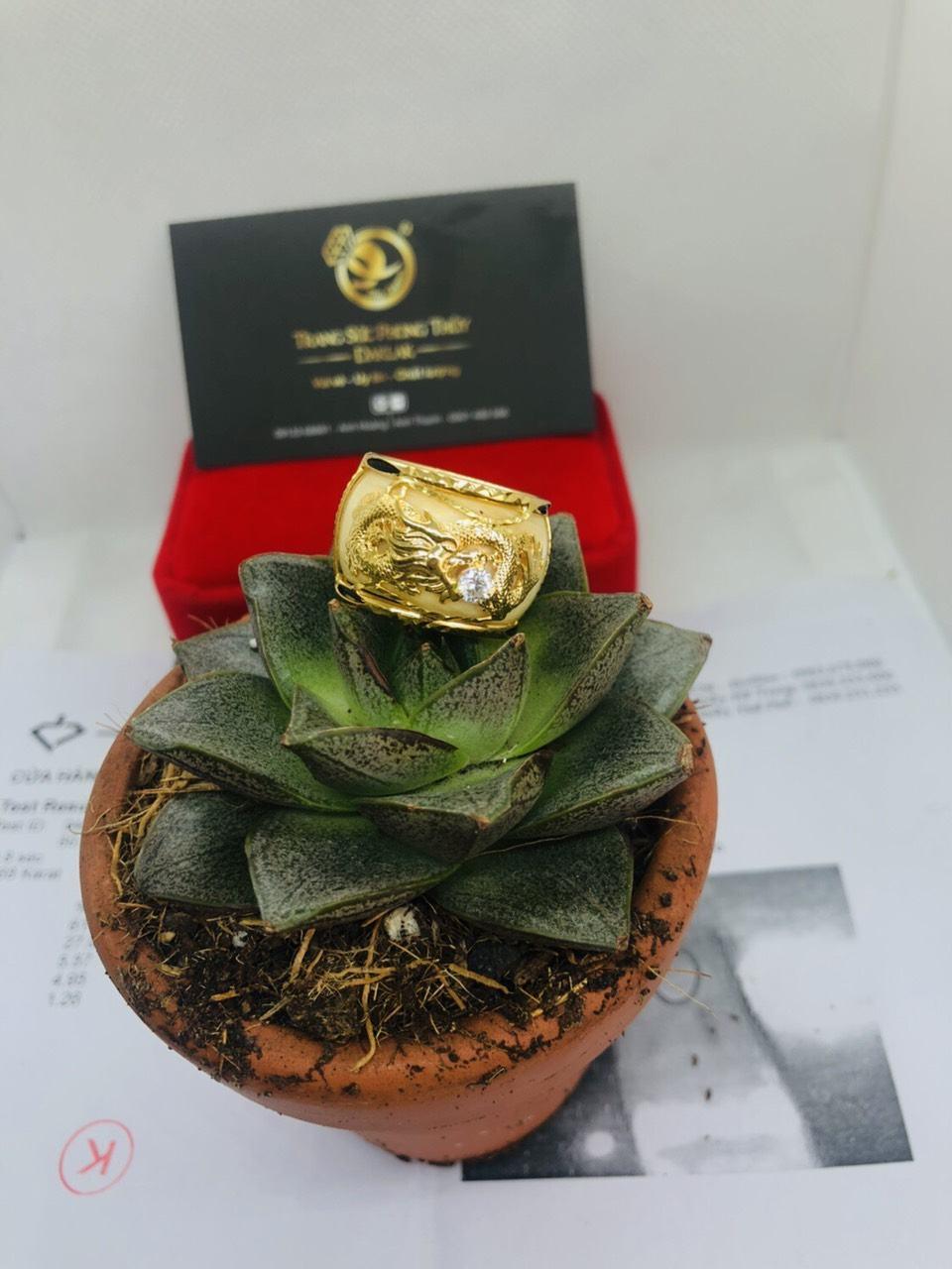 Nhẫn rồng phong thủy vàng 18K ngậm đá trắng CZ