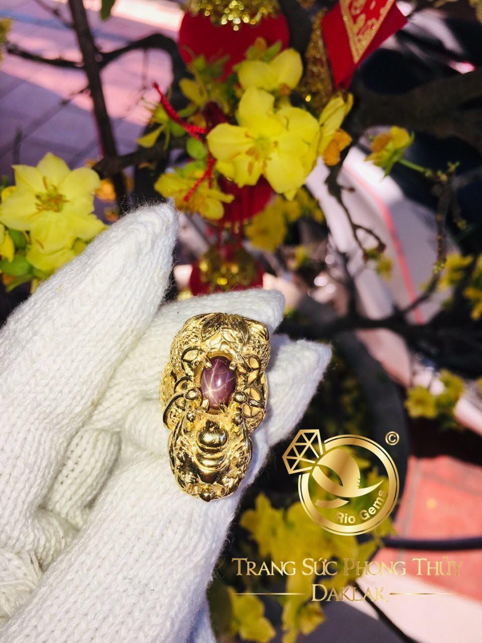 Nhẫn thiềm thừ phong thủy vàng (cóc 3 chân) đính RUBY