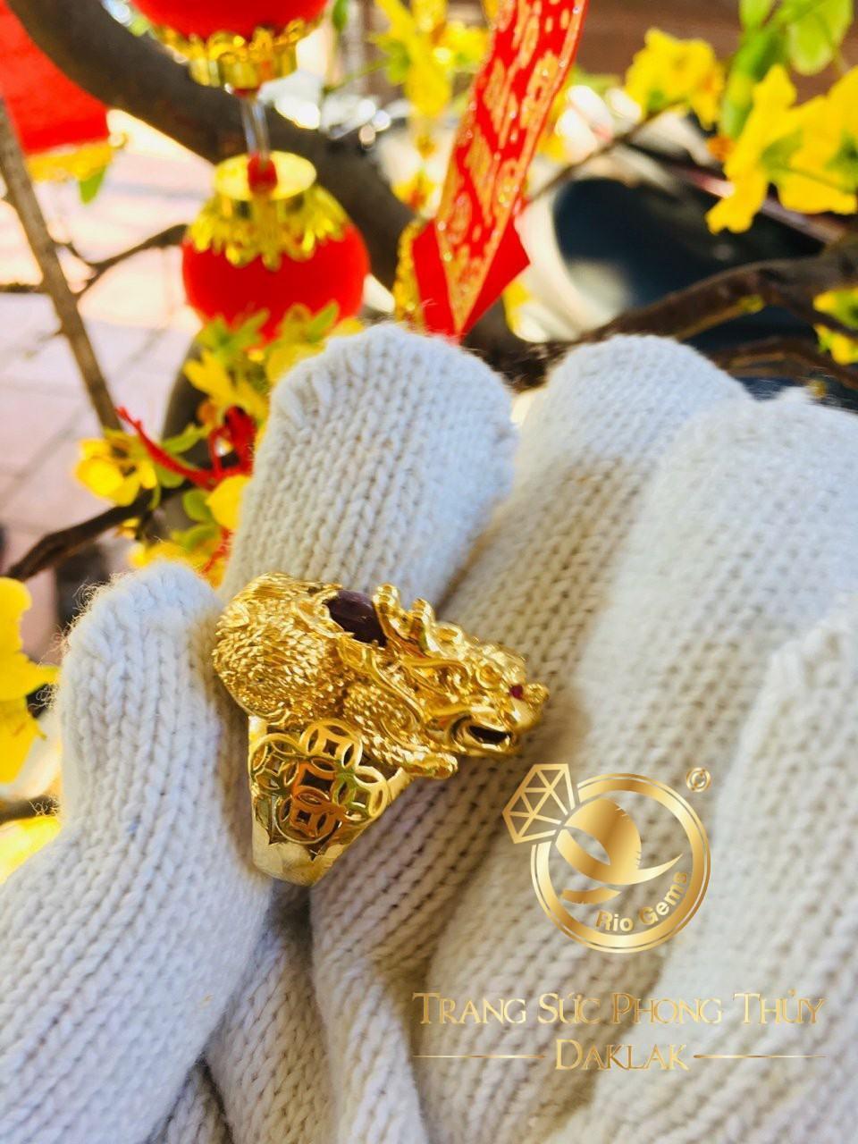 Nhẫn thiềm thừ vàng (cóc 3 chân) đính RUBY