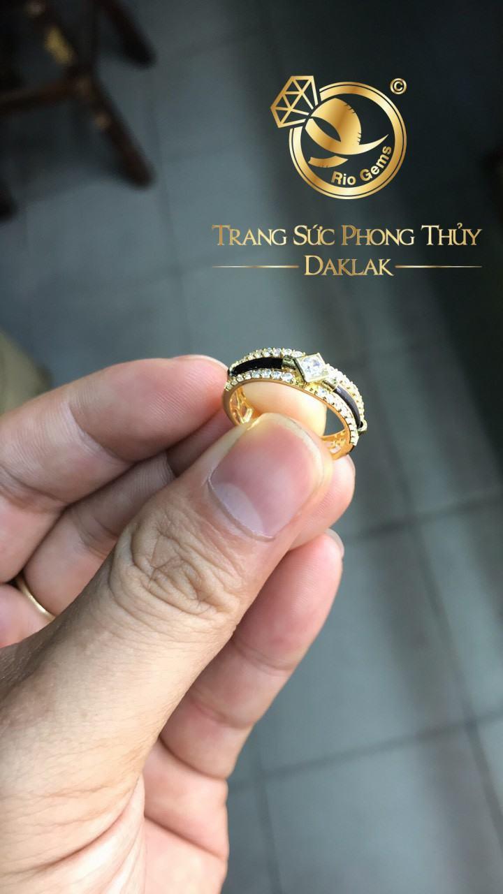Nhẫn vàng 18K Riogems phong thủy