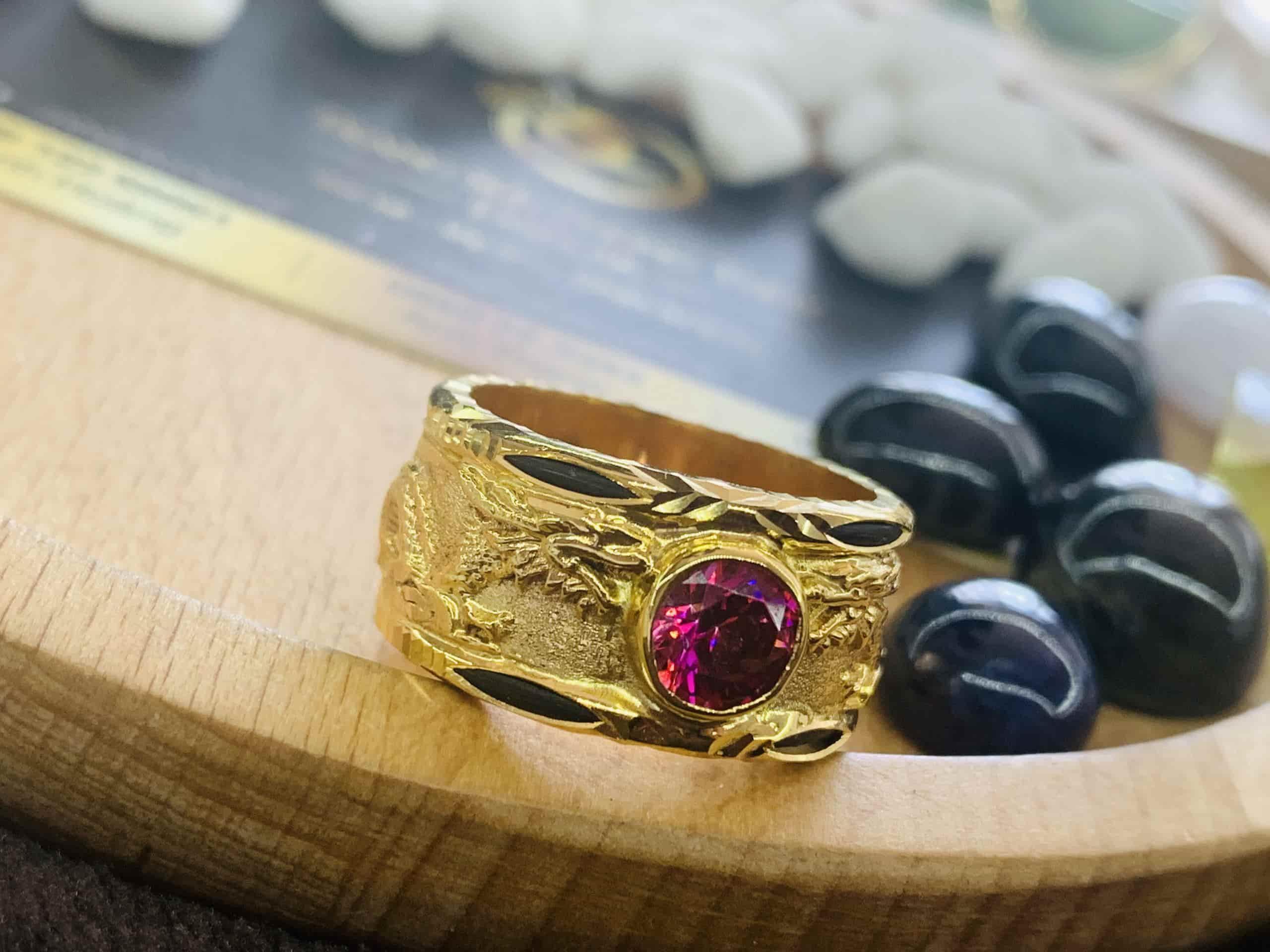 Nhẫn vàng 18K chạm hình Rồng