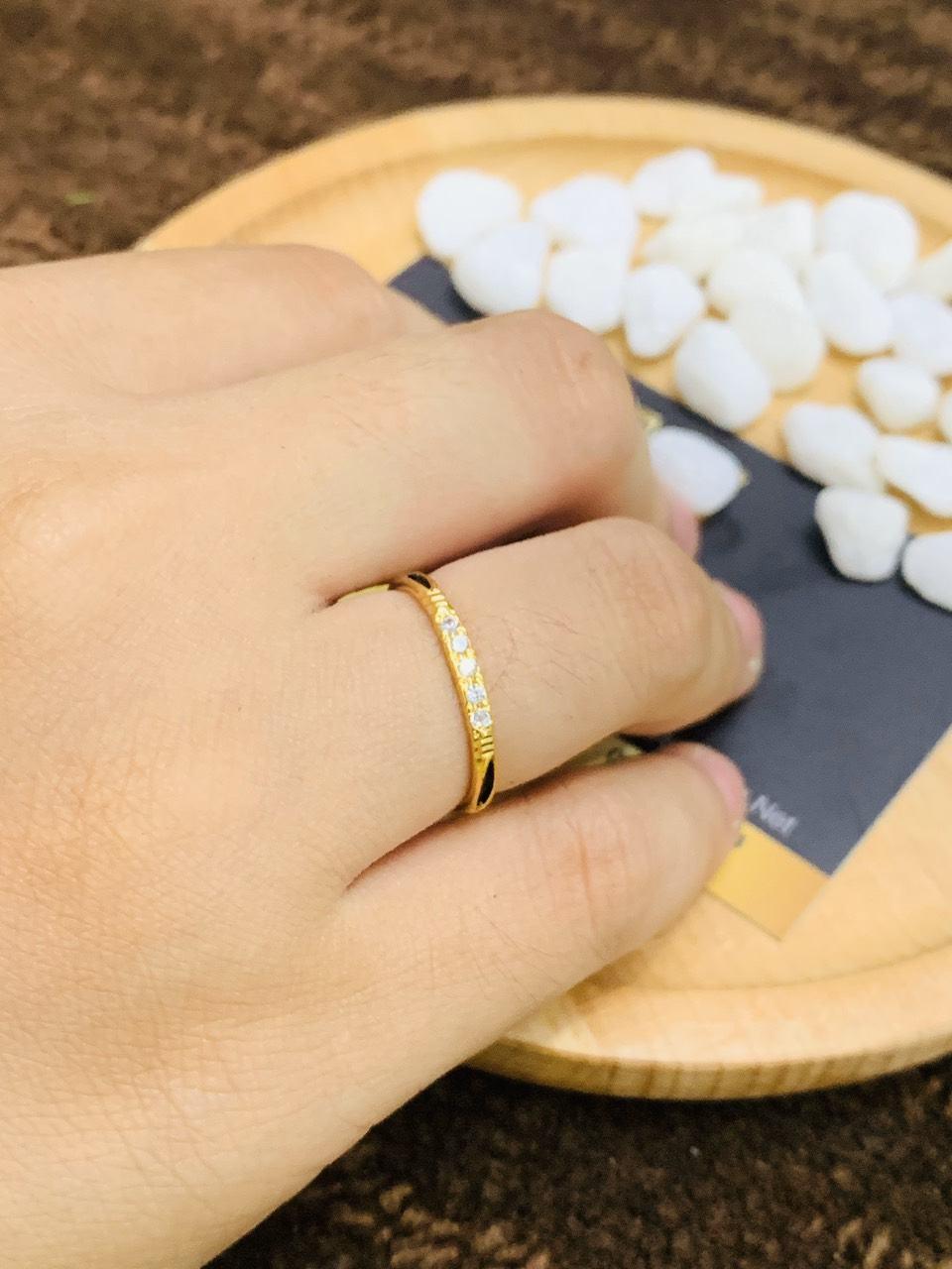 Nhẫn vàng 18K đính đá Cz