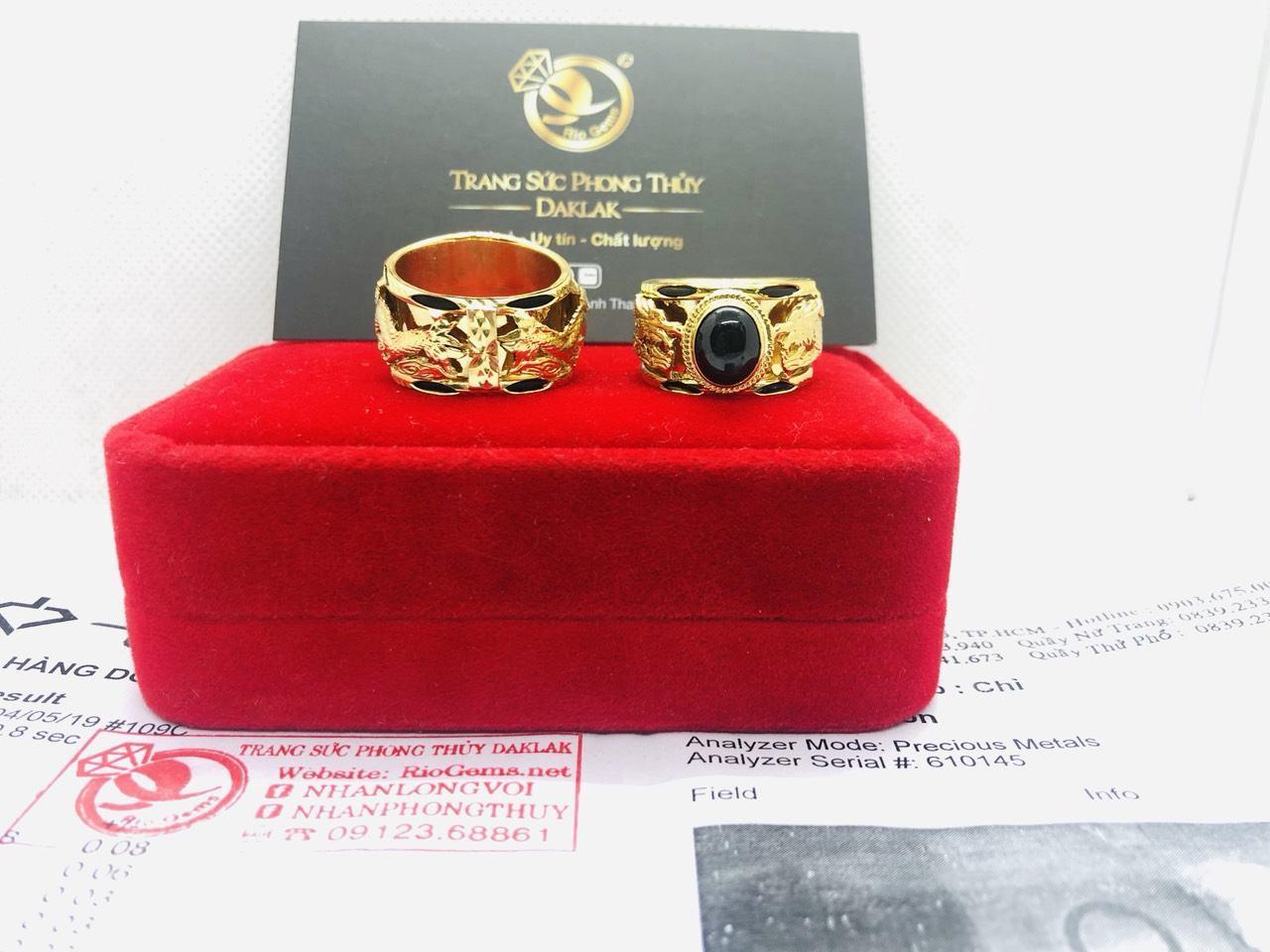 Nhẫn vàng 18K gắn đá Saphia xanh đen