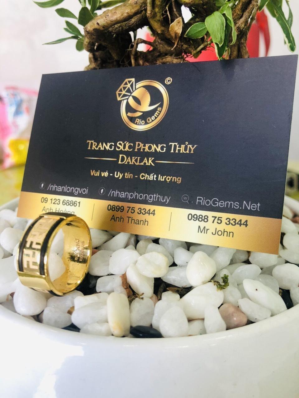 Nhẫn vàng 18K khắc chữ VẠN