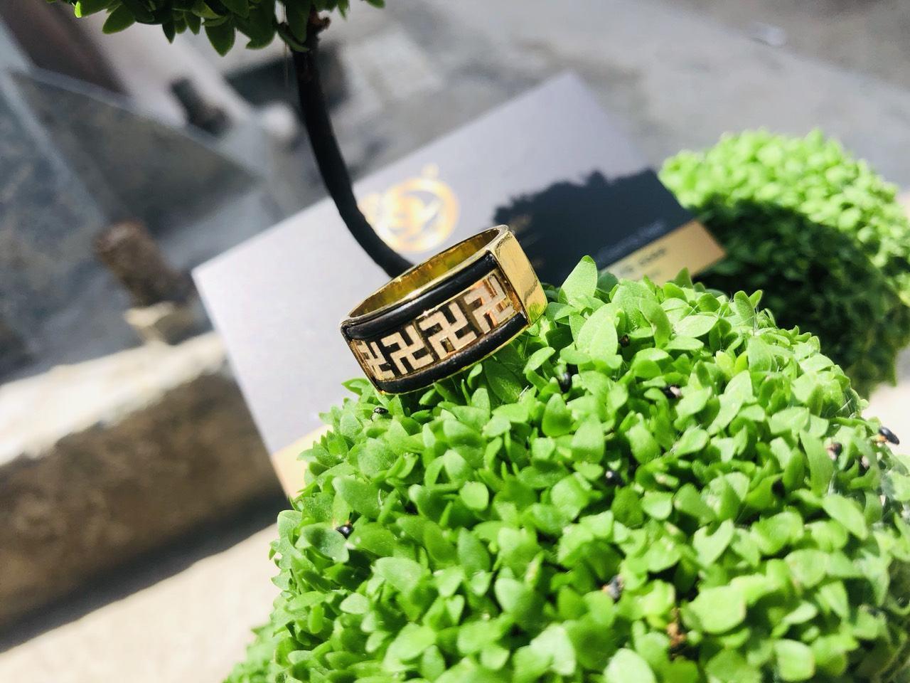 Nhẫn vàng 18K khắc 1 hàng chữ VẠN