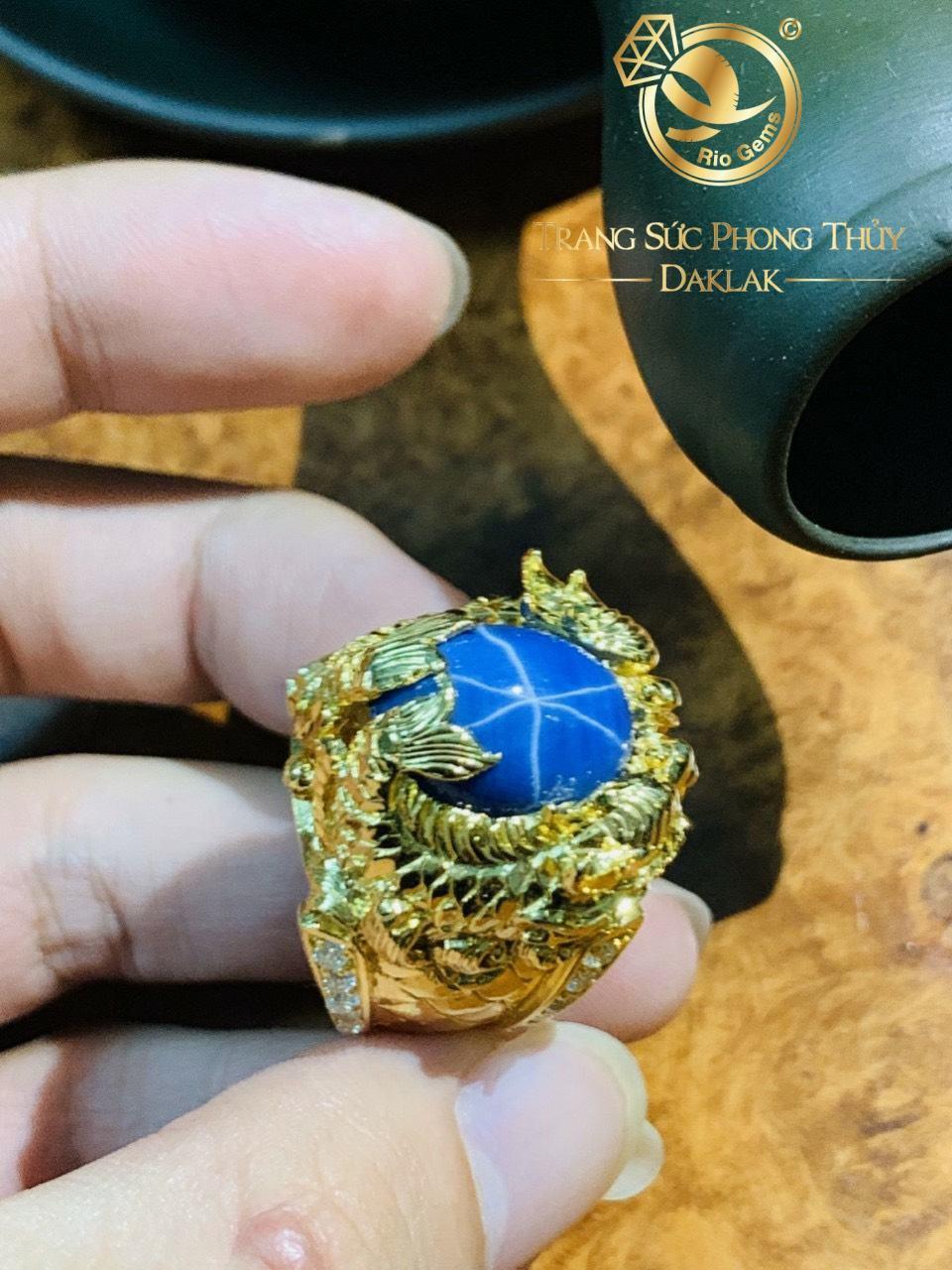 Nhẫn nam vàng Cá Chép hóa Rồng chầu ngọc Sapphire