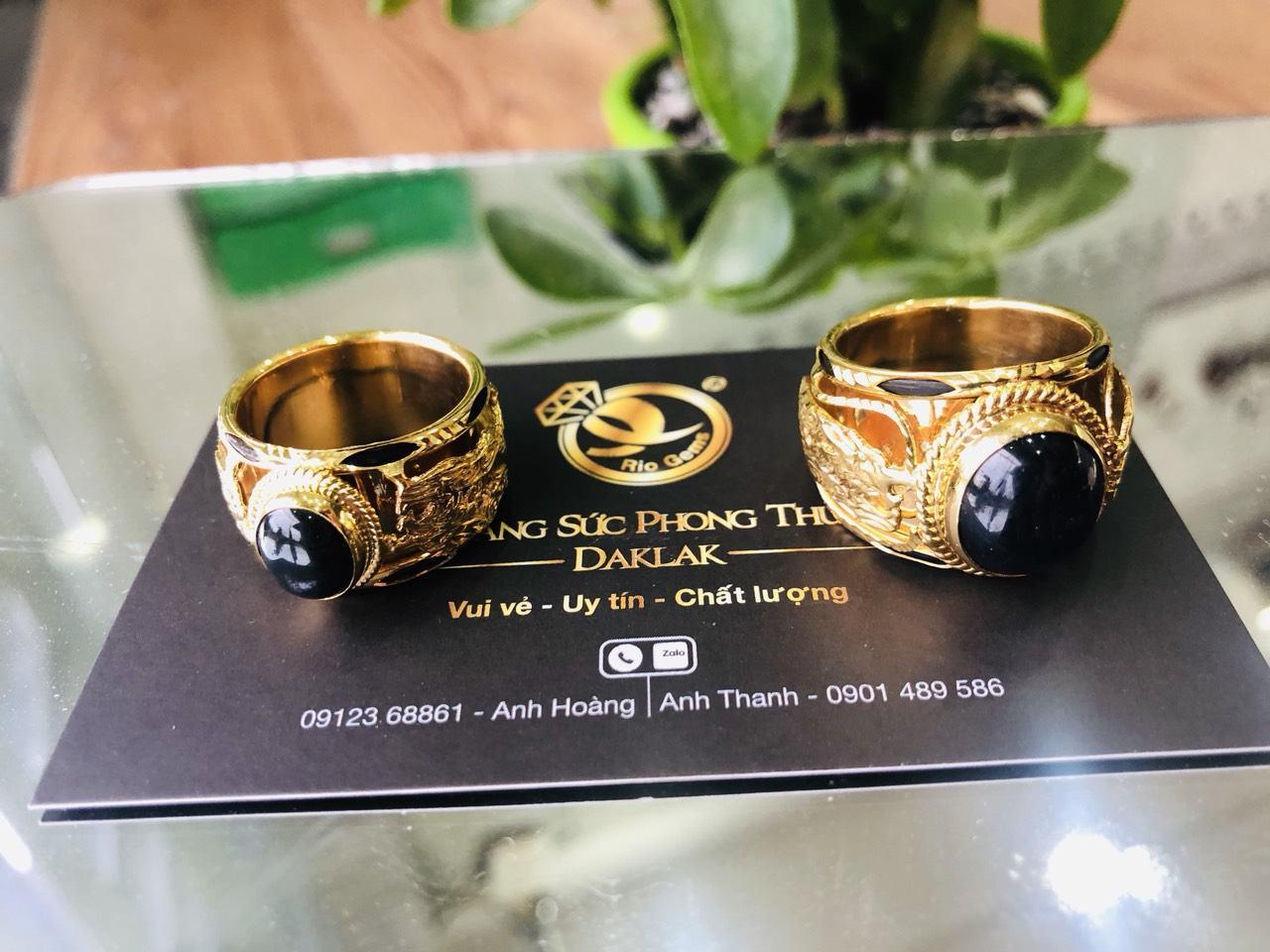 Nhẫn vàng gắn đá Saphia xanh đen hình Rồng