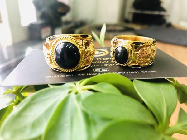 Nhẫn vàng gắn đá phong thủy Saphia xanh đen hình Rồng