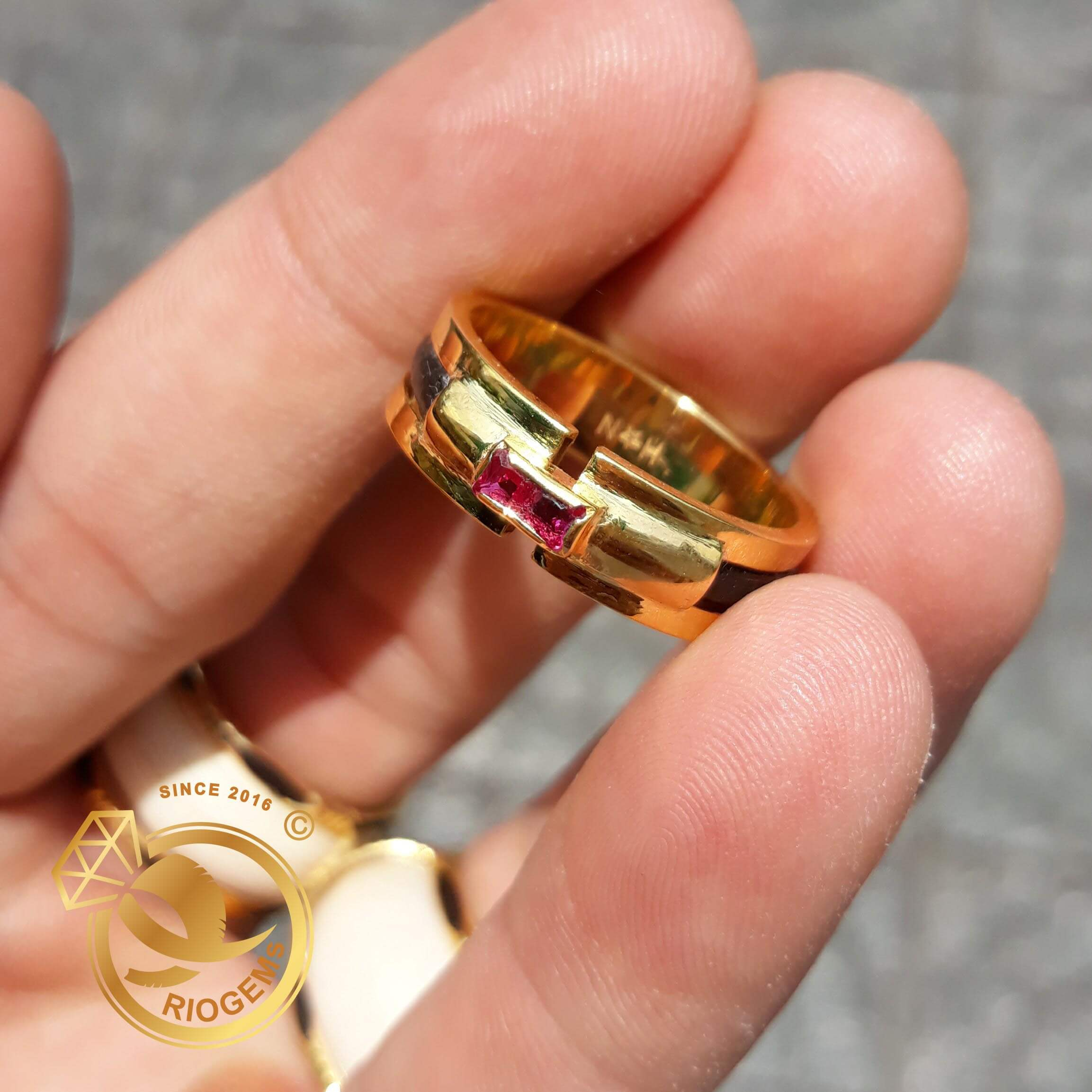 Nhẫn vàng nam mặt đá Garnet đỏ vuông