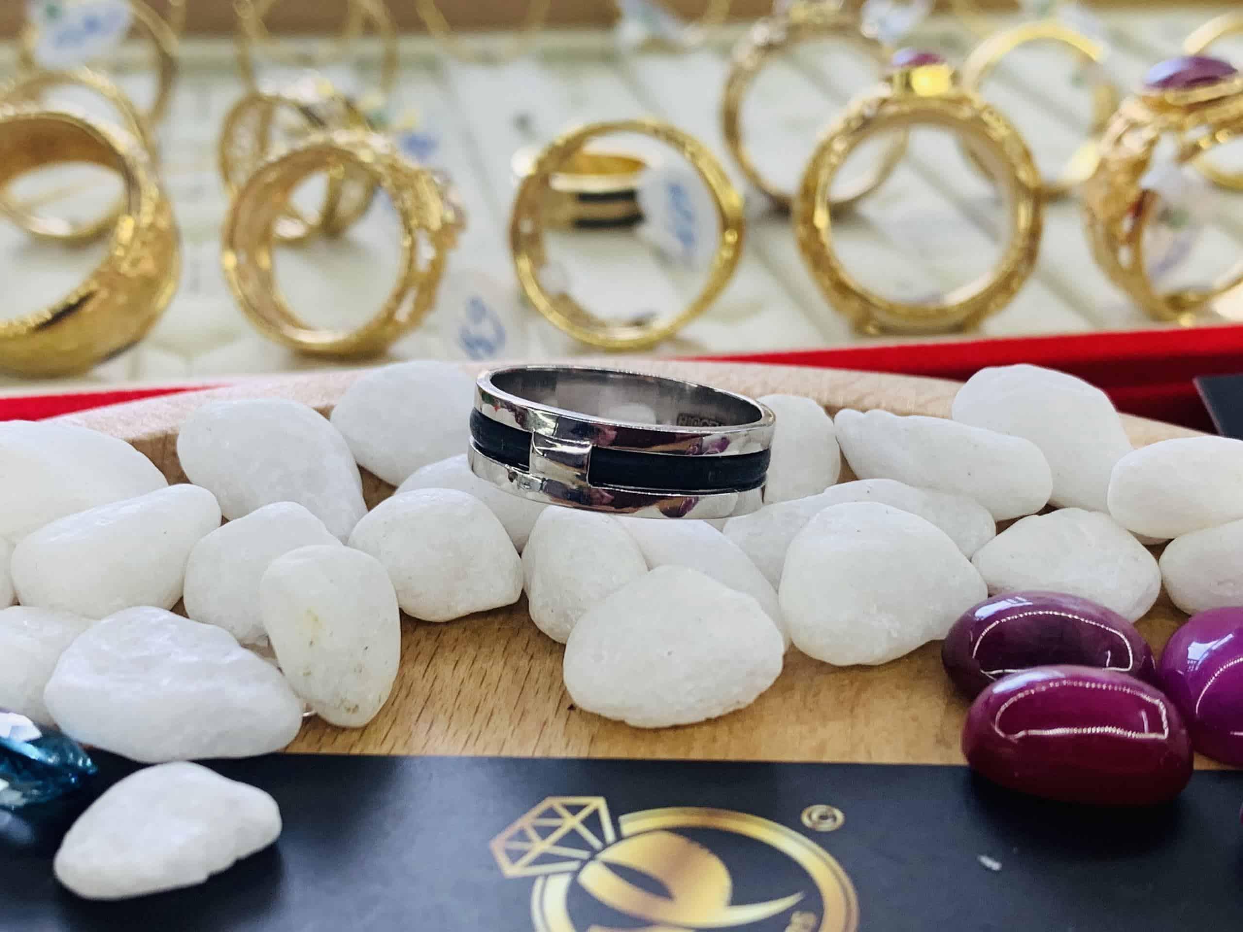 Nhẫn vàng trắng 18K đính đá Cz
