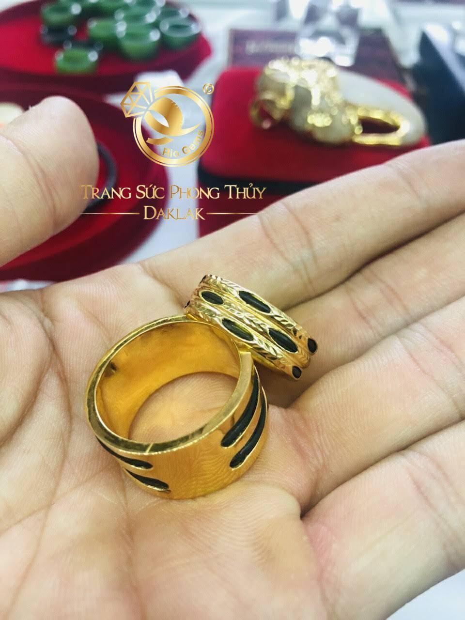 Riogems Nhẫn nam phong thủy 3 lông so le vàng 18K