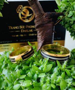 Thiết kế nhẫn đơn giản từ vàng 18K được luồng lông voi trắng Bôn Đôn đẹp nhất