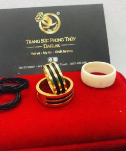 Cặp nhẫn nam đơn giản vàng 18K luồng 2 sợi lông đúng chuẩn với gu thời trang không cầu kỳ, đơn giản nhưng tinh tế, sang trọng của quý ông thời thượng