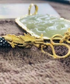 Dây chuyền da cá đuối đen bọc 2 rồng cuộn vàng phong thủy hoa văn tinh xảo