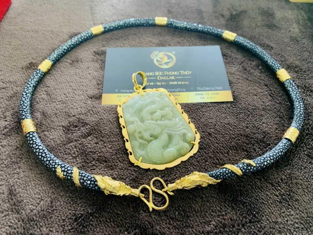 Dây chuyền da cá đuối đen bọc 2 rồng cuộn vàng phong thủy chất lượng tốt