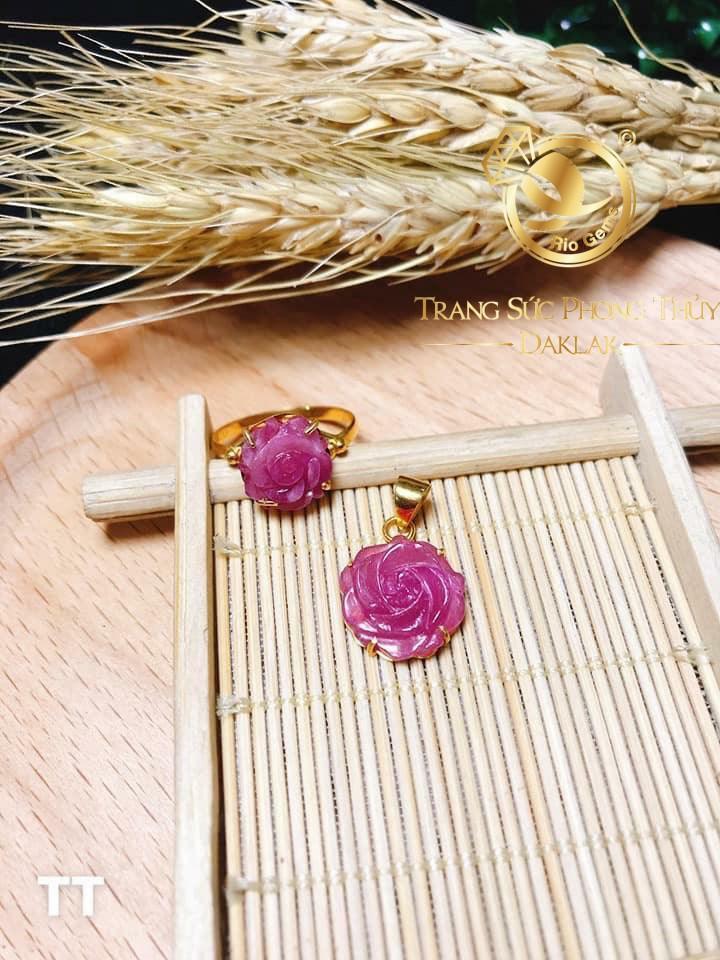 Mặt dây chuyền đá Ruby đính vàng phong thủy hợp với mệnh HỎA - THỔ