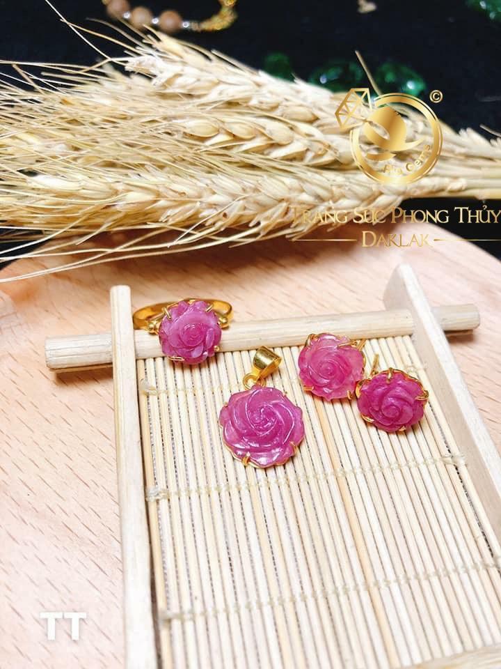 Mặt dây chuyền đá Ruby đính vàng phong thủy đa dạng