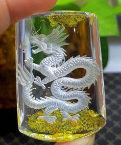 Mặt dây chuyền rồng vàng ngọc cẩm thạch có tác dụng thu hút tài lộc, vận may, lạc quan, giúp xua đuổi tà khí, nỗi lo sợ