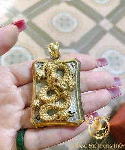Mặt dây chuyền rồng vàng sử dụng hình ảnh linh vật đầy uy dũng, sức mạnh nhằm thể hiện phong cách, cá tính của người sở hữu