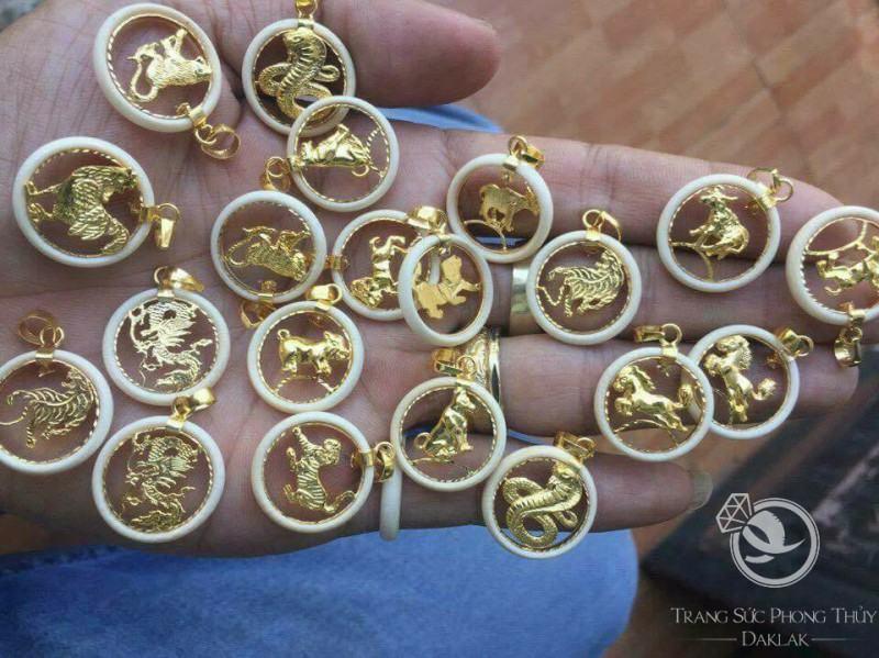 Mặt dây chuyền vàng 12 con giáp mini phong thủy được chế tác theo hình ảnh của 12 thần thú của đất trời