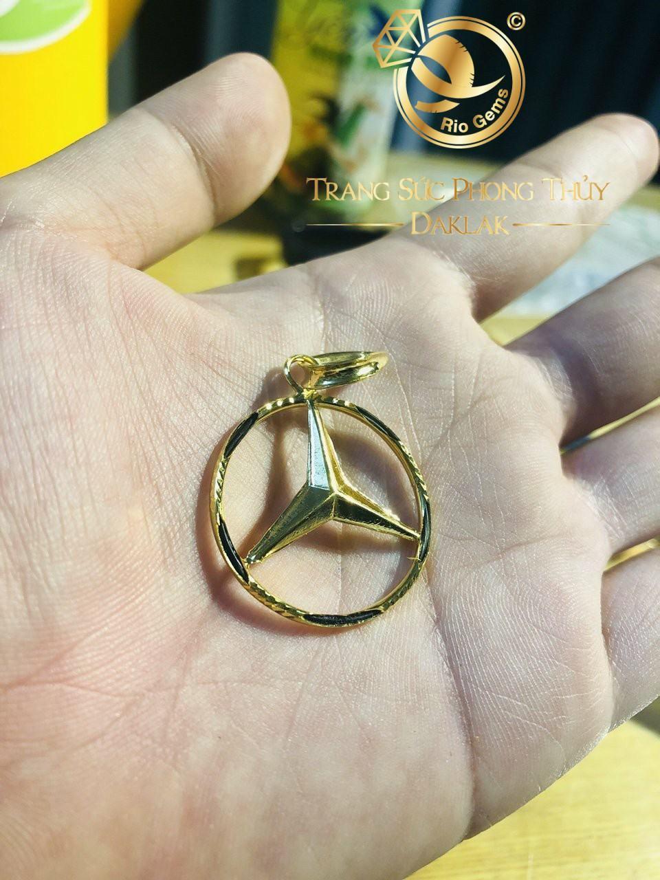 Mặt dây ngôi sao vàng phong thủy RIOGEMs với thiết hình tròn luồng lông Voi cao cấp thể hiện sự gắn kết, tình yêu thương bền chặt, thắm thiết