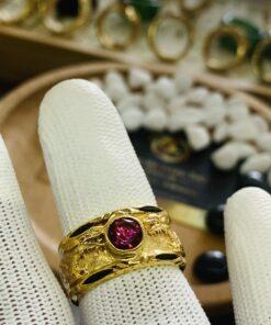 Nhẫn 2 rồng vàng chầu ngọc Cz đỏ phong thủy mệnh Hỏa, Thổ