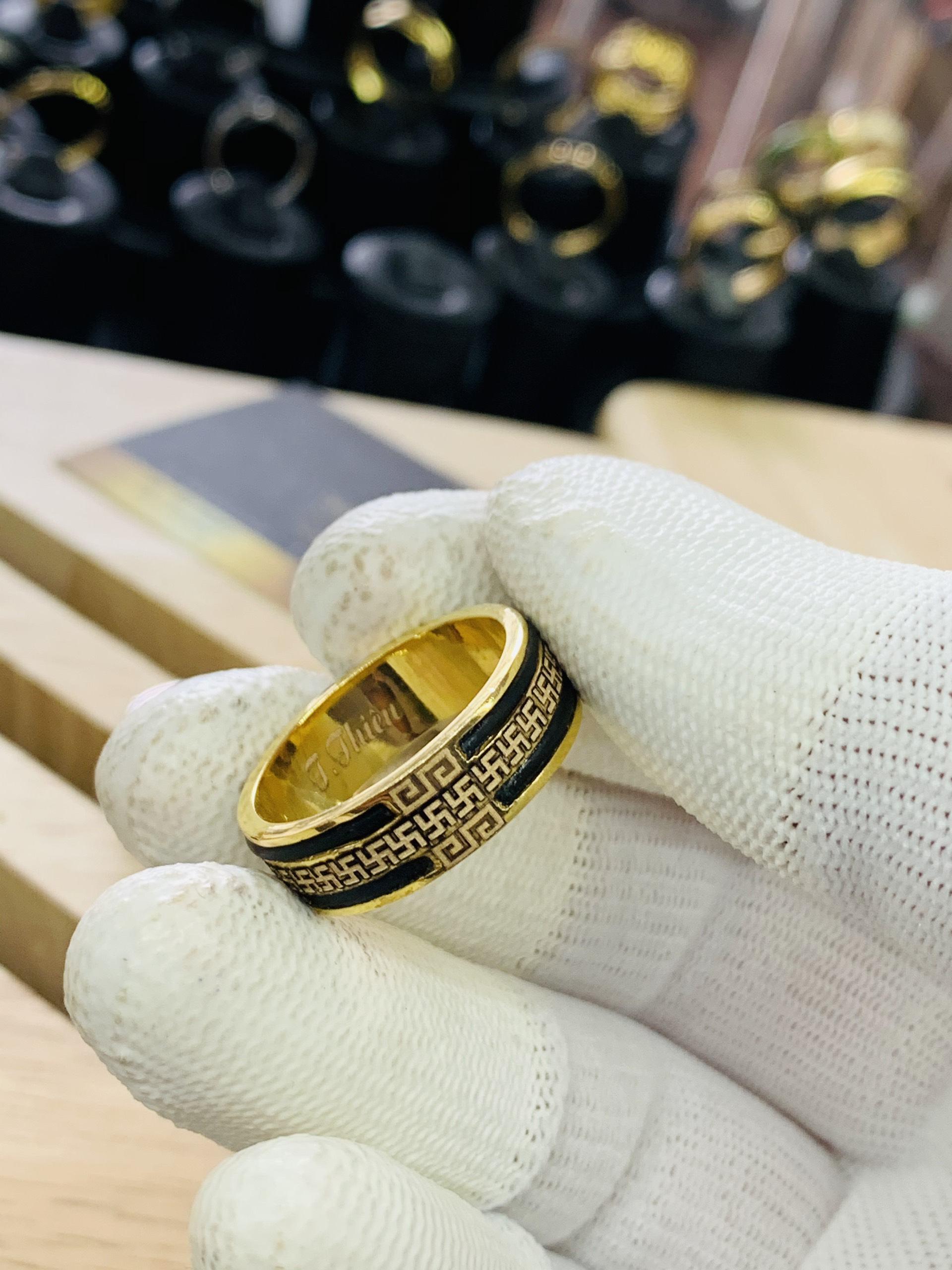 Nhẫn vàng chữ vạn 2 viền lông voi CHO NAM