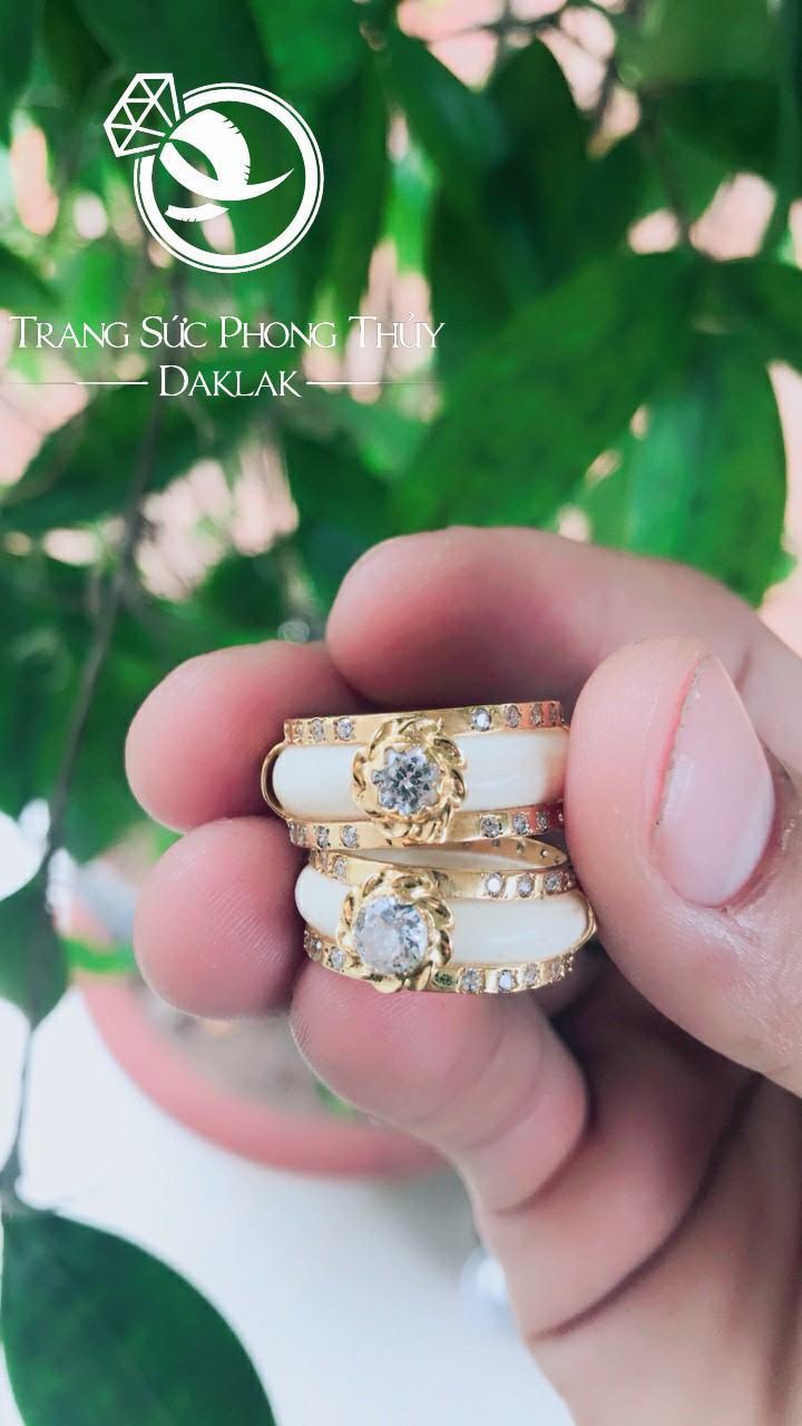 Nhẫn cưới lông voi đẹp đính đá uy tín