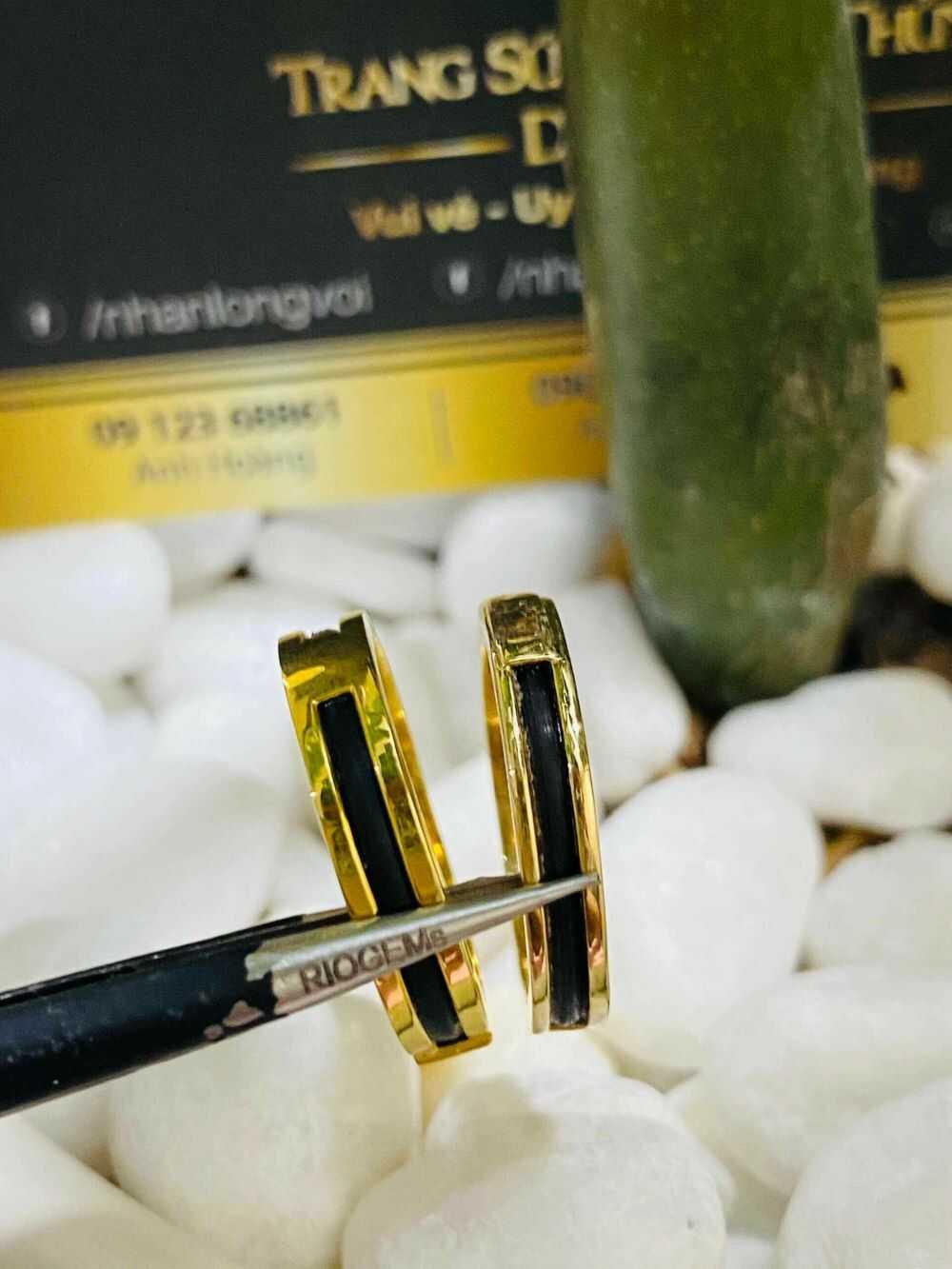 Nhẫn cưới vàng 18K dưới 3 triệu đính đá Cz & luồng lông FAKE tôn vinh hạnh phúc của bạn
