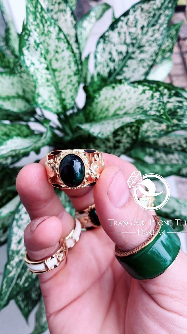 Nhẫn lông voi đẹp 2 rắn hạt xanh lục chất