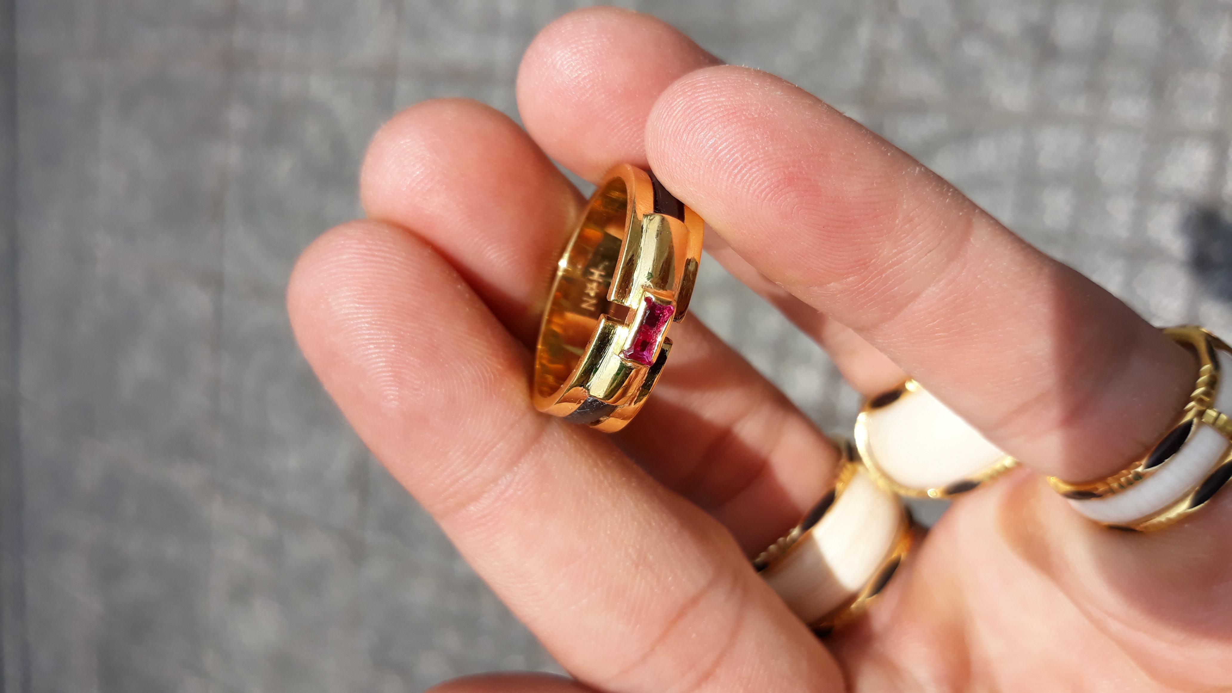 Nhẫn lông voi đơn vàng 18k đá đỏ chất