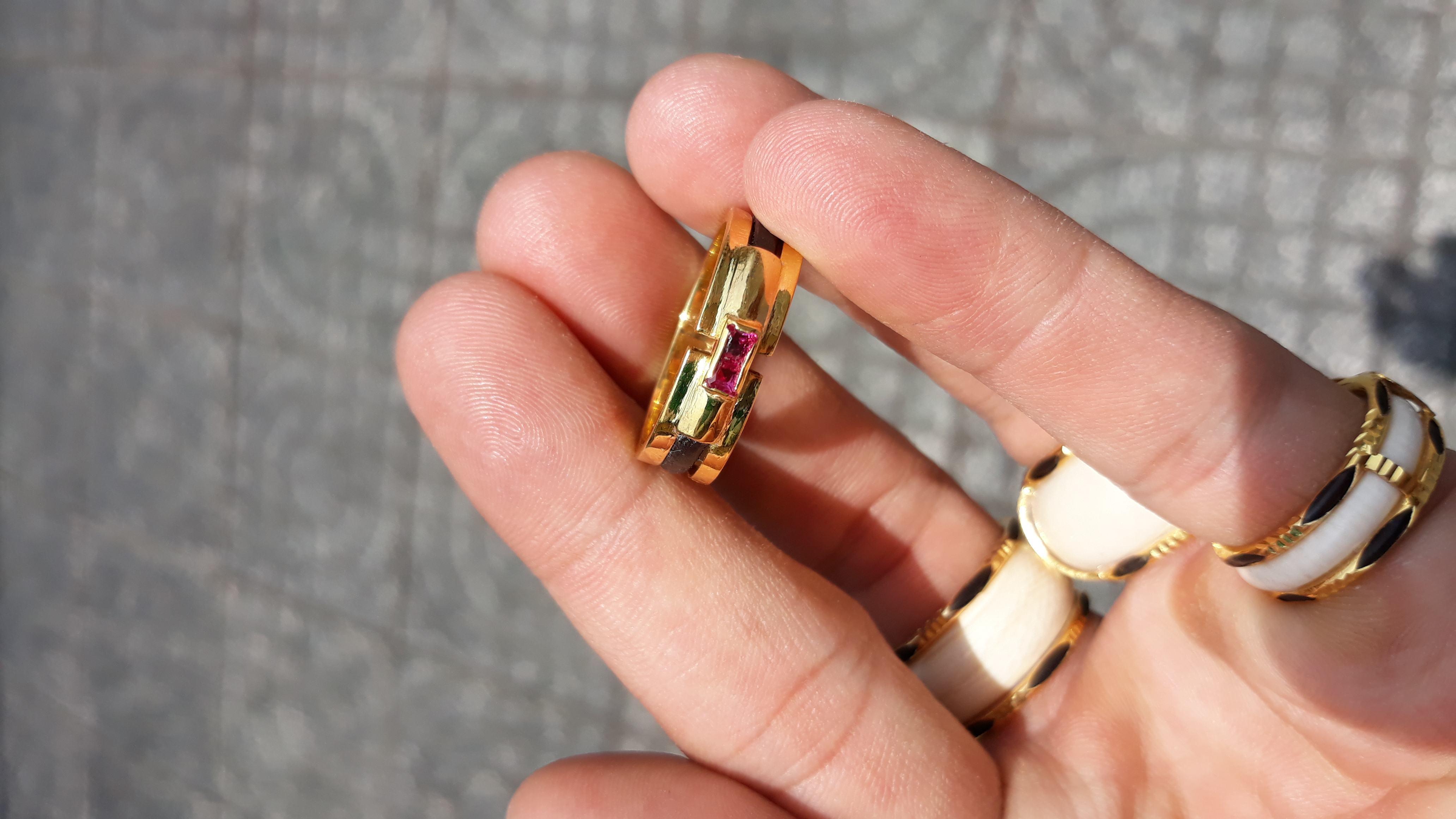 Nhẫn lông voi đơn vàng 18k đá đỏ uy tín