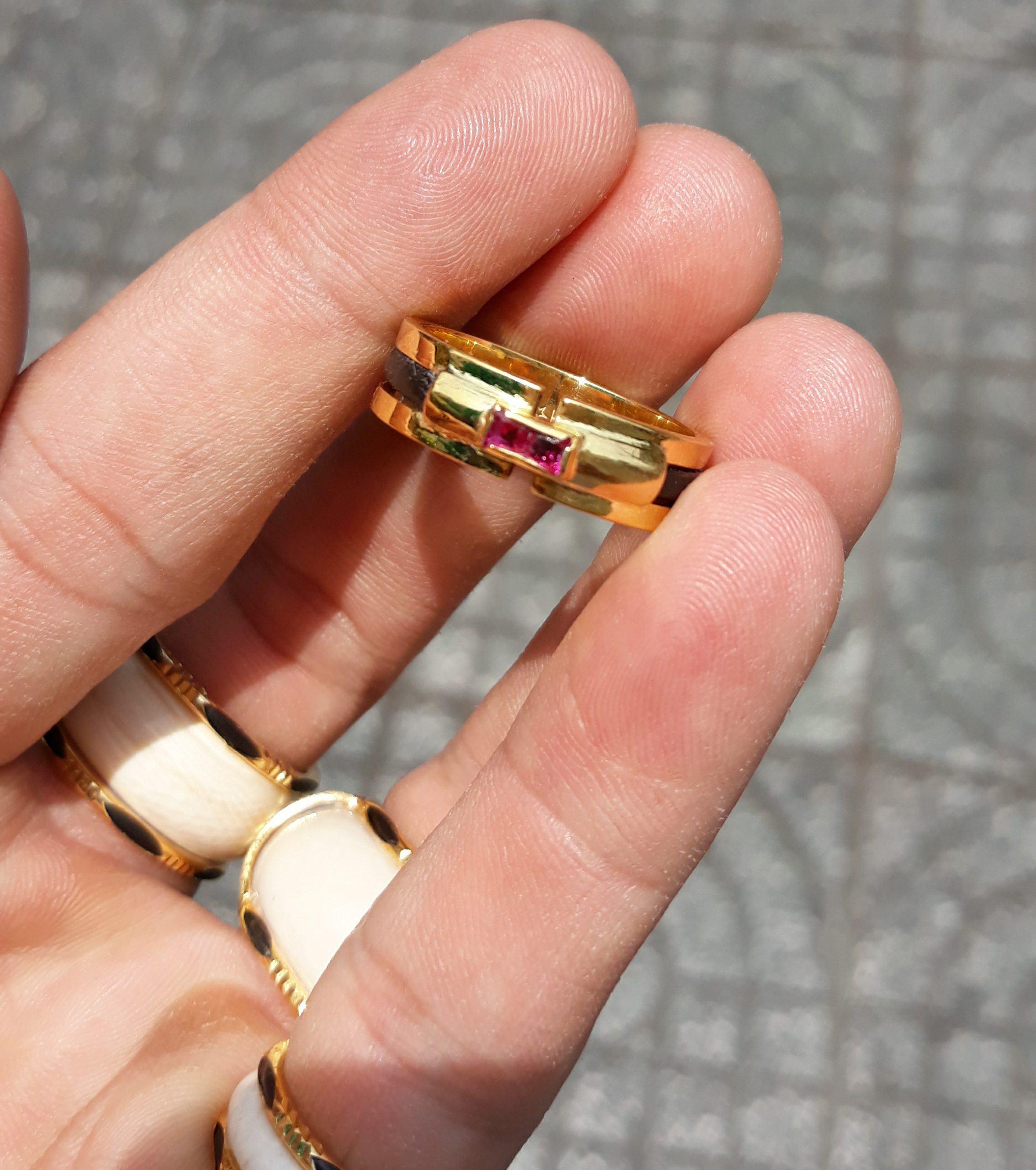 Nhẫn lông voi mặt đá đỏ Vuông RioGems