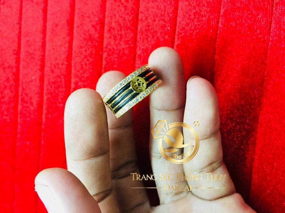 Nhẫn lông voi tài lộc 3 lông 2 viền đá tấm vàng 18K