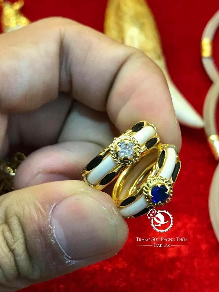 Nhẫn nữ vàng 18K dính đá nhân tạo màu hợp MỆNH (lông FAKE) độc