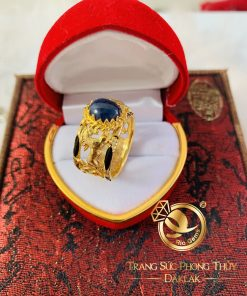 Nhẫn phong thủy 2 Ngựa đối đầu VÀNG 18K Sapphire đen huyền bí và độc đáo
