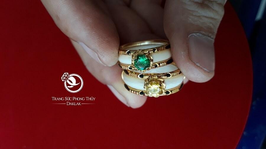 Nhẫn nữ vàng 18K dính đá nhân tạo màu hợp MỆNH (lông FAKE) chất