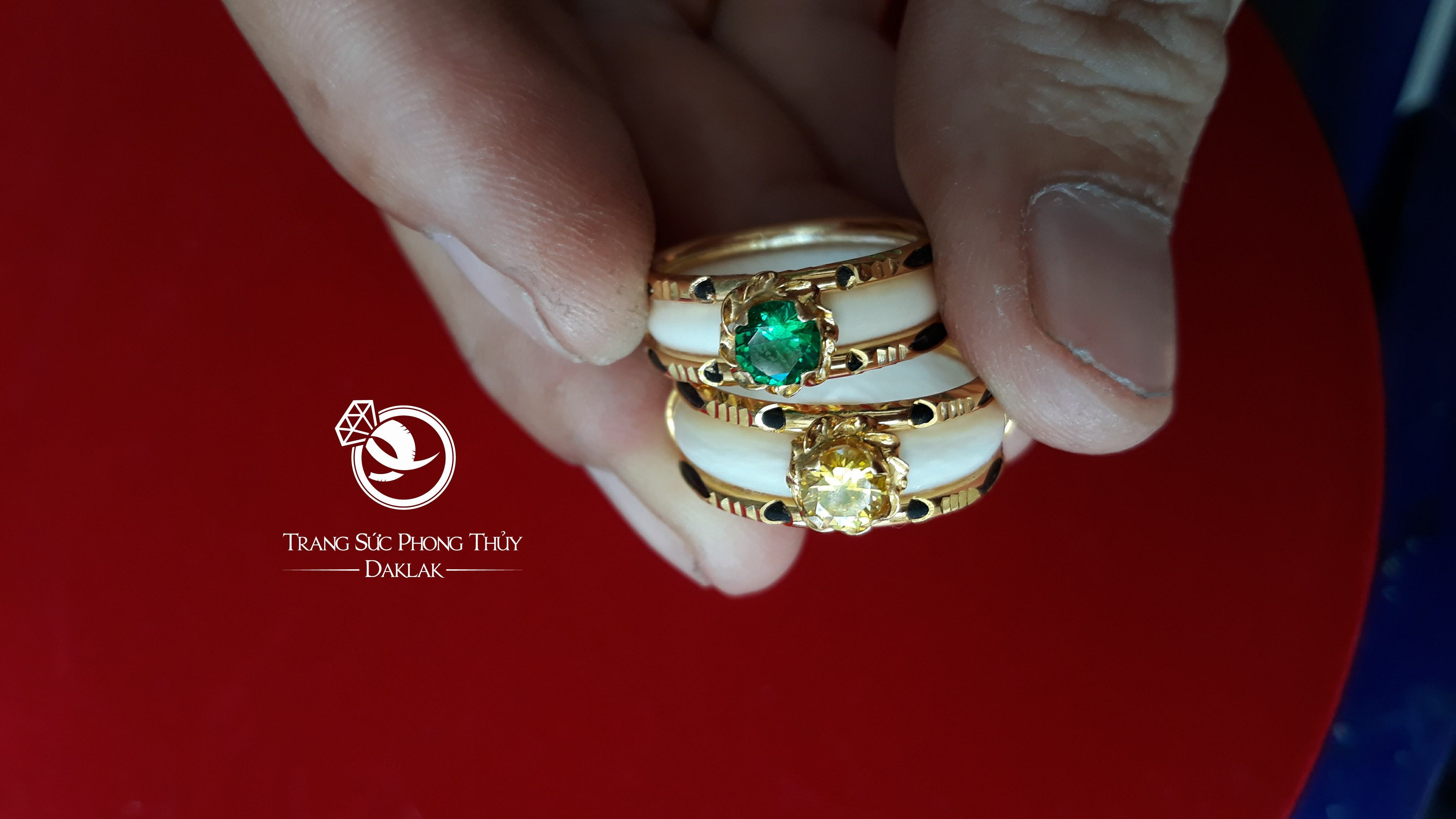 Nhẫn nữ vàng 18K dính đá nhân tạo màu hợp MỆNH
