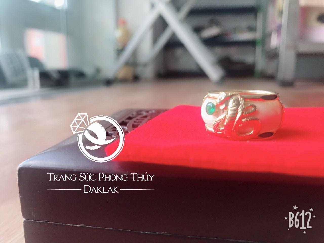 Nhẫn rắn phong thủy hạt xanh lục giá rẻ