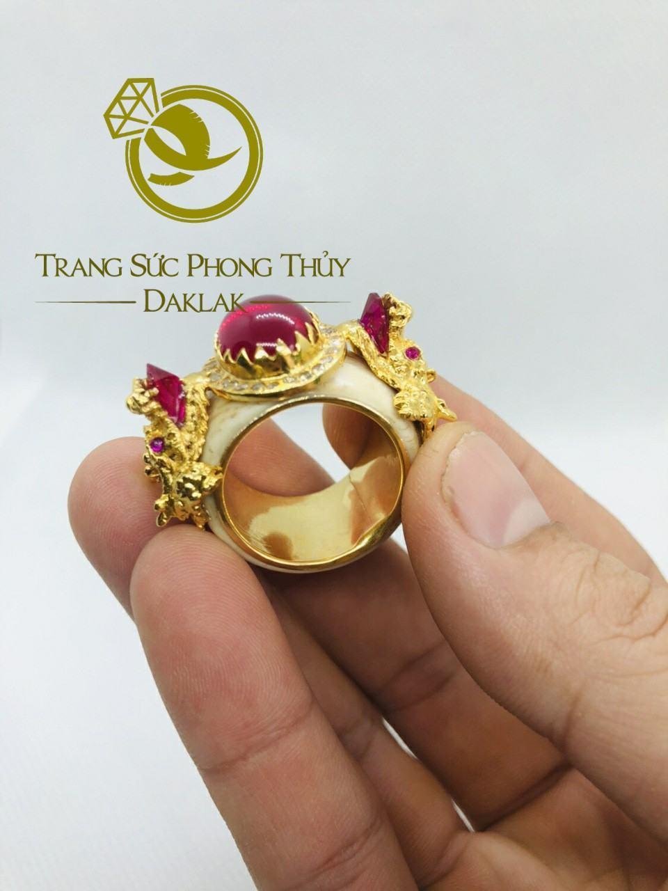 Nhẫn rồng trong phong thủy hình 3D đá đỏ tốt