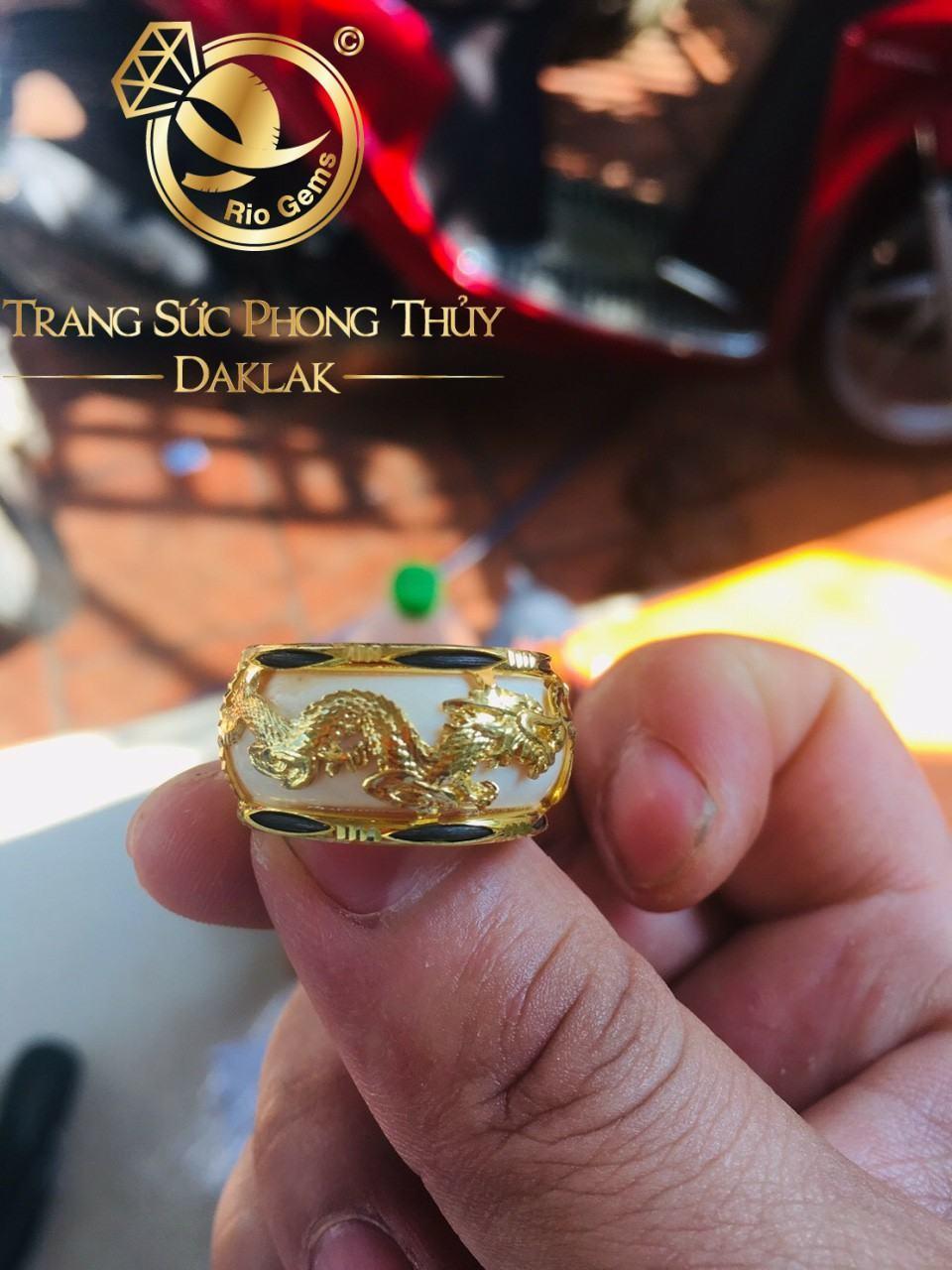 Nhẫn vàng phong thủy giá rẻ rồng ngang Riogems